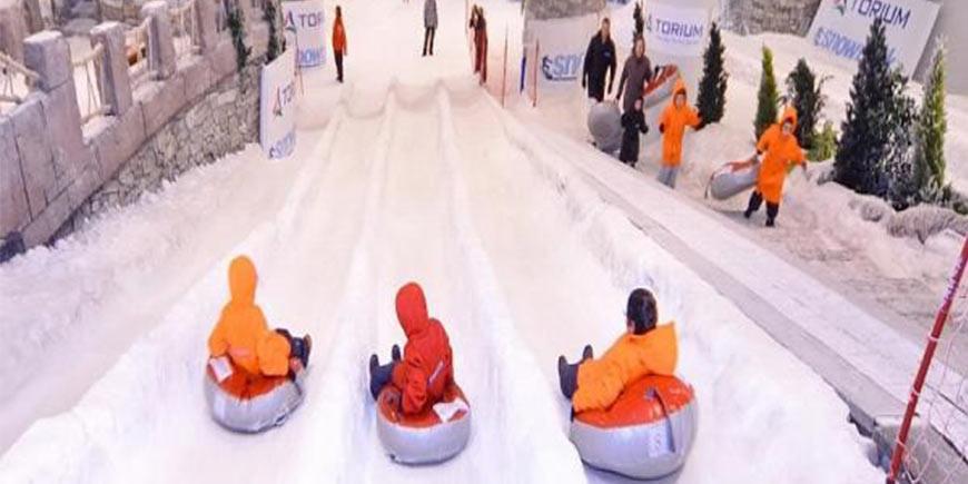 پیست هاکی روی یخ یعنی تجربه زمستان در گرمای تهران
