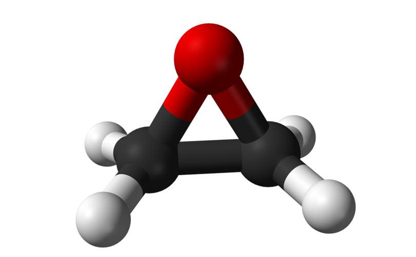 اتیلن اکساید، که همچنین با نام اکسیران هم نامیده میشود، یک ترکیب آلی با فرمول C2H4O میباشد. این گاز بیرنگ قابل اشتعال دارای بوی ضعیف شیرین است و سادهترین اپوکسید محسوب میشود. سه حلقهٔ موجود در ساختمان آن شامل دو اتم کربن و یک اتم اکسیژن میباشد.